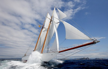 Classic-Sailing-Yacht-ELENA-Under-full-Sail-What-a-site